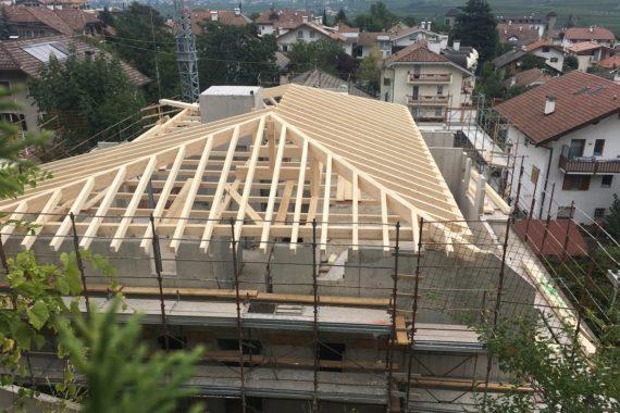 - Eppan Dachstuhl Holz Holzbau 2 570x380 - Wohnanlage – Eppan  - Eppan Dachstuhl Holz Holzbau 2 570x380 - Wohnanlage – Eppan